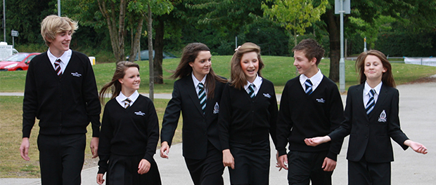 elevi scoala uniforma