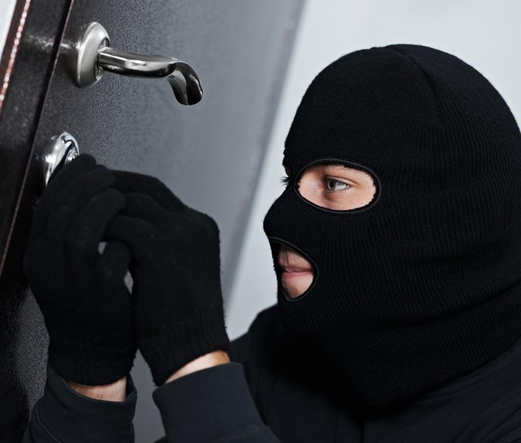 hot furt talhar usa apartament politia