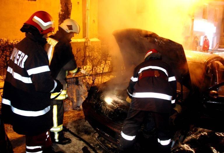 incendiu-de-masina-noaptea