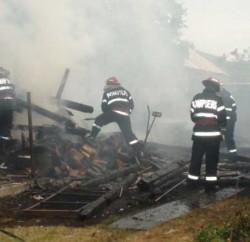 s560x316_incendiu-tauti-bucatarie-02