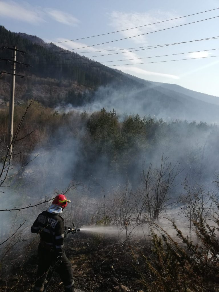 Foto ISU Neamț: incendiu Tașca